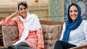 Do tourists have to wear a hijab in Iran?